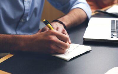 Czy warto robić notatki podczas szkoleń e-learningowych?